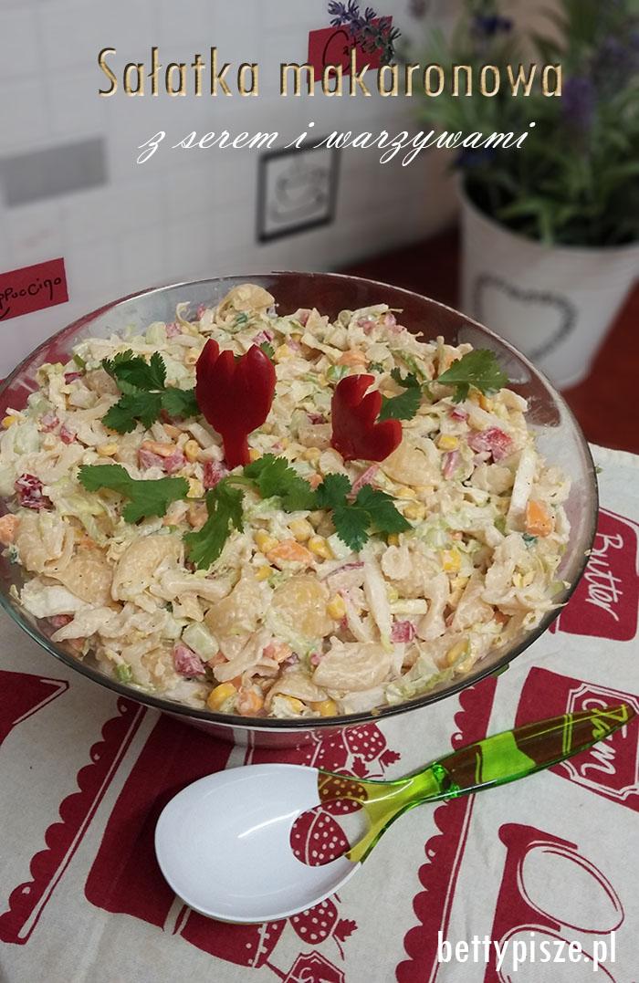 salatka-makaronowa-z-serem-i-warzywami