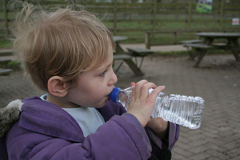 po-jakie-napoje-powinny-siegac-dzieci
